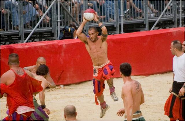 Calcio Fiorentino - A Bruising, Anarchic And Exhilarating Spectacle Of Sport