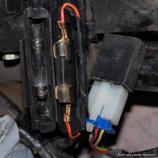 bajaj pulsar 220 dts fi owners club retired pulsar 220 broke i continued checking the wiring and came to small black box under the rear seat i popped it open and i was shocked to see that it had a fuse in it