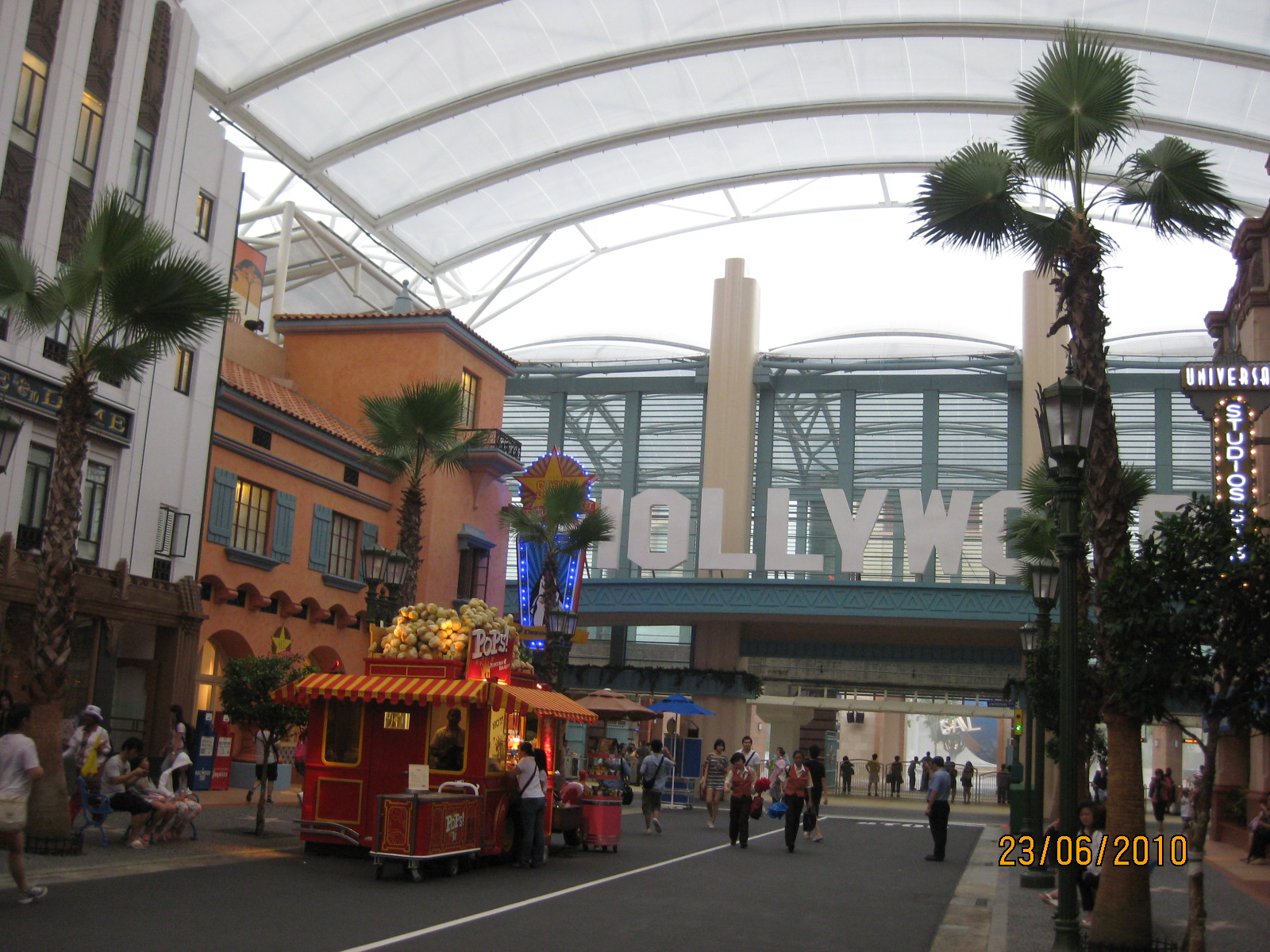 Mainly About Elyssa Universal Studios Singapore