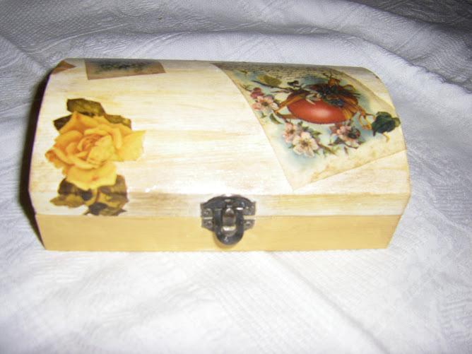 caixinha feita com ceras epapel antigo