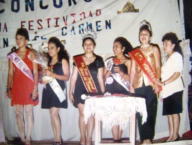 NOCHE DE REINAS...LA FIESTA DEL CARMEN AYER: