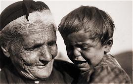 Ελληνίδα γιαγιά με το εγγόνι της