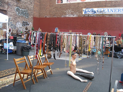 To live and eat in NYC: Chelsea Antique & Collectible Flea