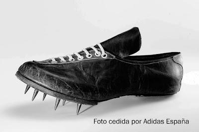 Primera zapatilla de atletismo