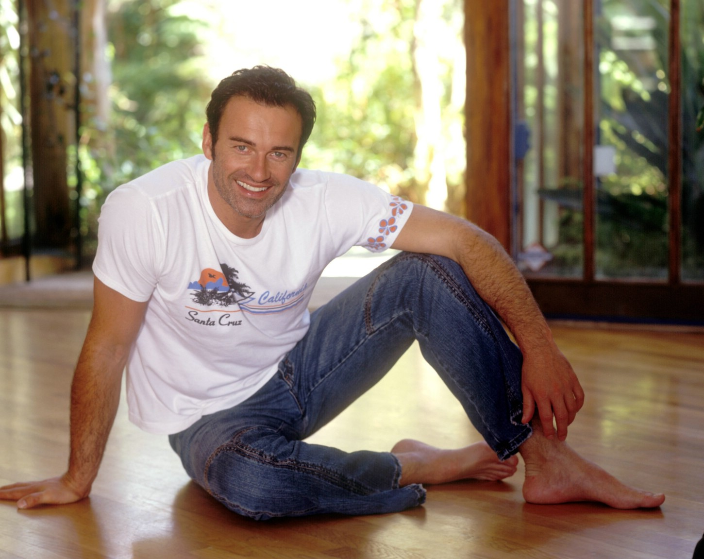 3 5 M To Feet Julian Mcmahon Barefoot Jeans T Shirt Famous Hot Guys