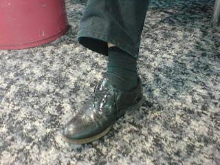 Gissa foten, vid gaten på heathrow…