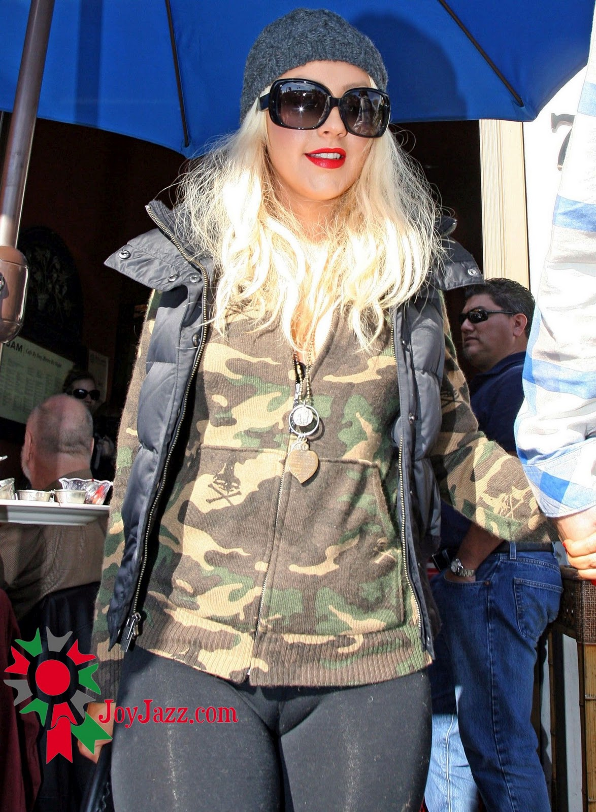 Hot and spicy: Christina Aguilera - Camel-Toe Candids in ...