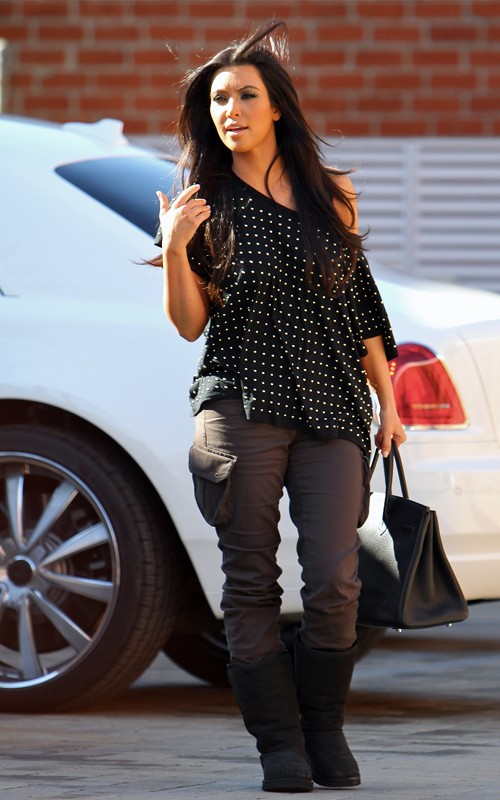 a5bff2bcb35e kim kardashian ring  Kim Kardashian out in Culver City
