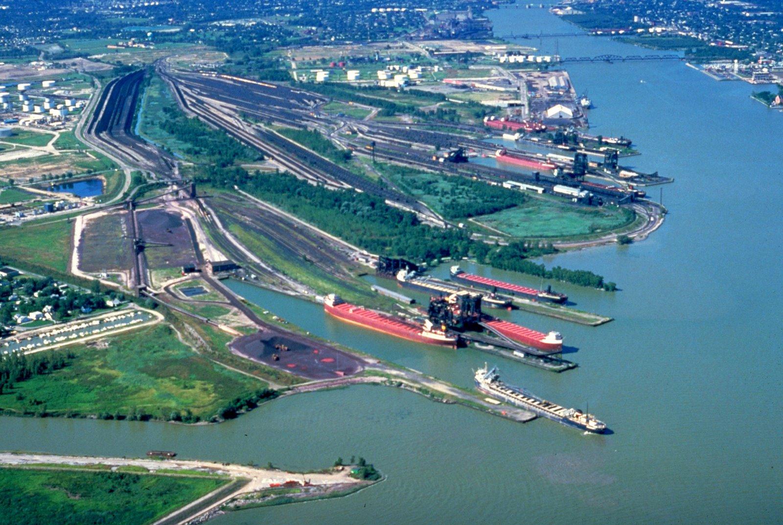 [Rail+docks.jpg]