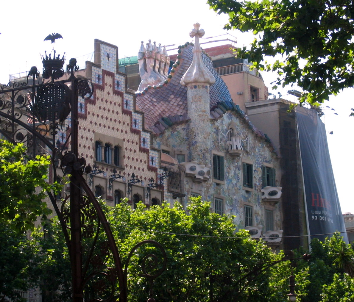 Sangria Sol y Siesta GAUDI THE ARTIST OF THE UNFINISHED