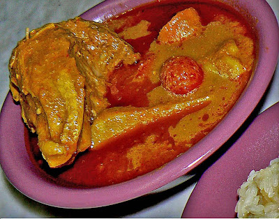 Daylillies: Pulut Kuning and Chicken Cashew Nuts Curry