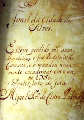 Capa que antecede o Foral Manuelino de Silves