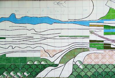 Pormenor do painel de azulejos, de Maria Keil, no antigo Largo do Poço da Câmara, Silves, Outubro 2007, © António Baeta Oliveira