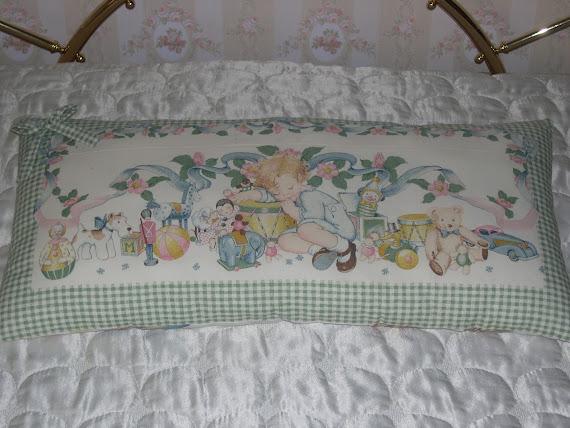 Romantico cuscino con immagine di bimbo