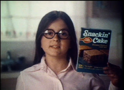 old time ad for betty rocker snackin' cake