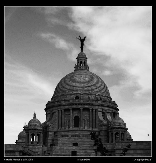 Victoria Memorial at dusk