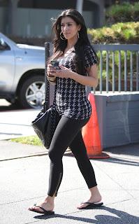 Kardashian Leggings on Celebrity Women S Leggings  Kim Kardashian In Leggings