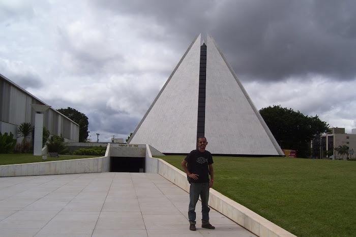 11 - A pirâmide da Legião da Boa Vontade.