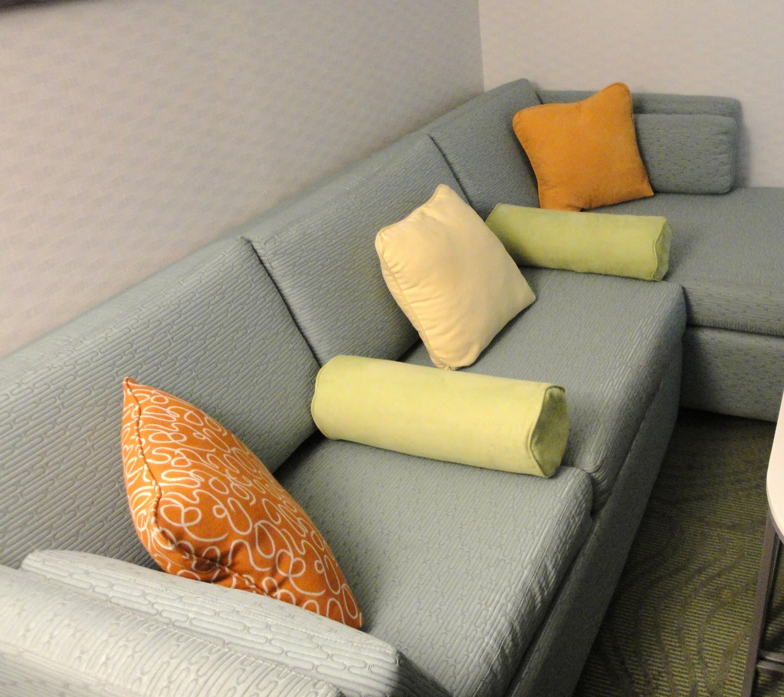 Decorating With Pillows: Decorating With Bolster (neck Roll