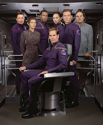 https://i2.wp.com/1.bp.blogspot.com/_0uiRfPhz3gE/RwrqF_XtwOI/AAAAAAAAAGk/-gA9lgzou7A/s400/Star_Trek_Enterprise_Staff.jpg