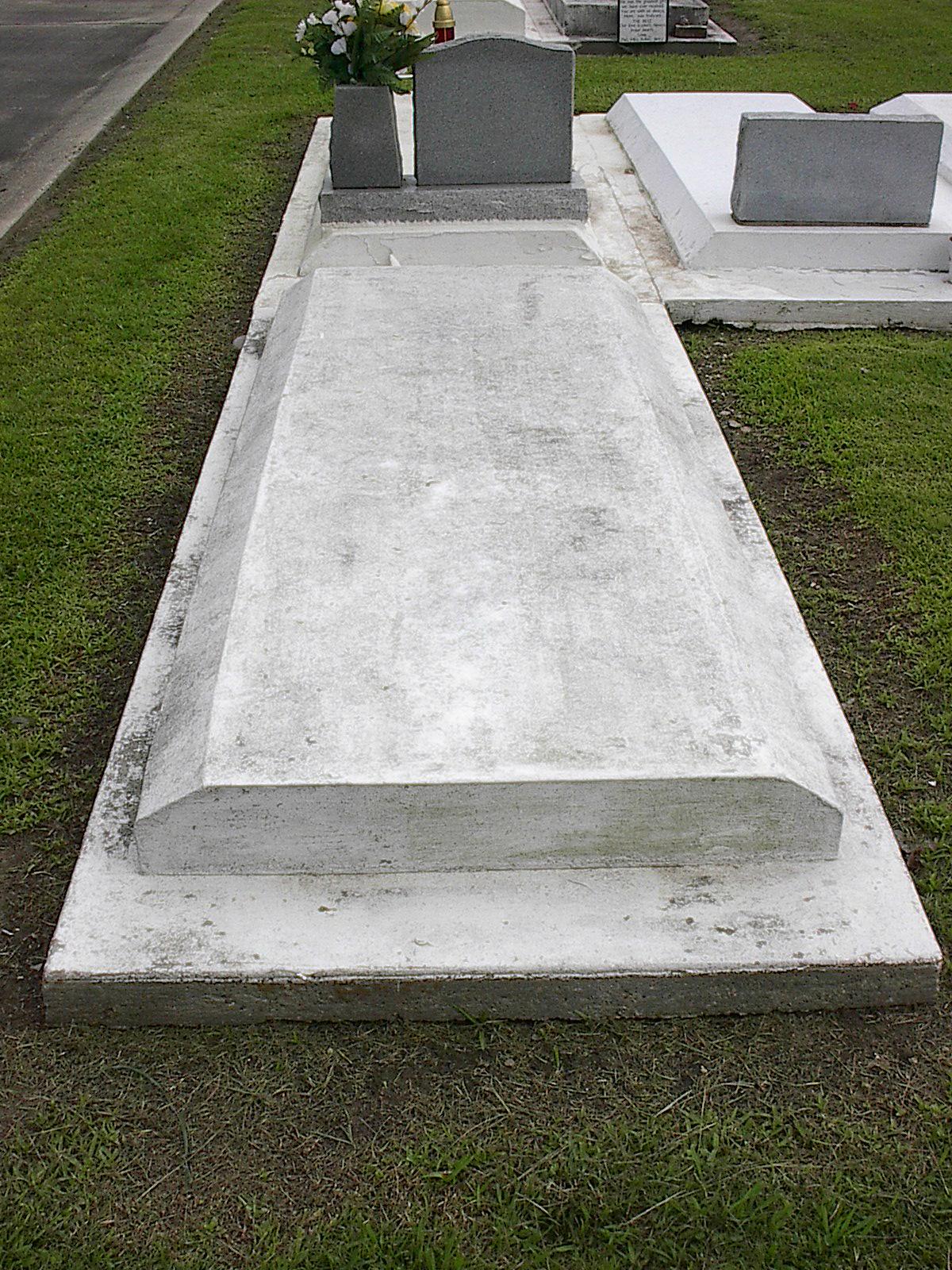 [grave+5]