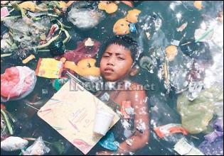 [boy+with+garbage.jpg]