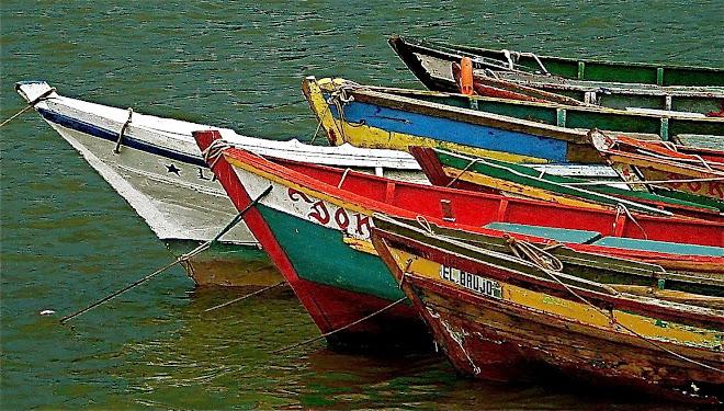 peñeros en el puerto viejo