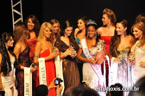 Dominican Republic wins the first ever Miss Global Teen title!