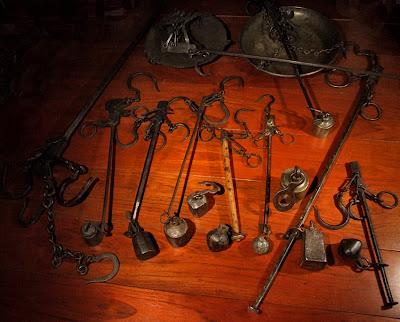 sur les pas d 39 une collection d 39 art aborig ne balance romaine et justice m me combat. Black Bedroom Furniture Sets. Home Design Ideas