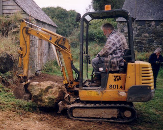 Digger+with+large+rock.jpg