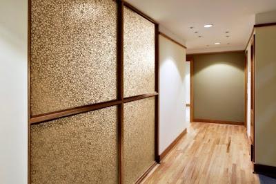 ide renovasi rumah minimalis eco friendly dengan bahan kayu.