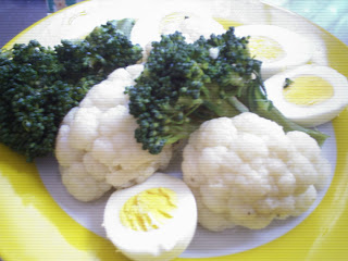 Brocoli, coliflor y huevos