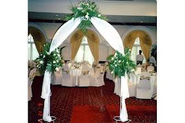 Flower Arch - White