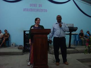 International Mission Trip Honduras - Traci Morin sharing the gospel of Jesus christ