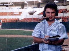 En el palco de béisbol XEQW 1993