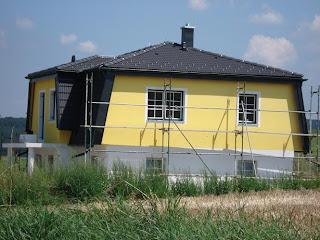 hausfassade gelb grau gelbe fassade leave a comment hausfassade algen und pilze an der. Black Bedroom Furniture Sets. Home Design Ideas