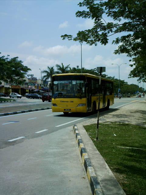[Bus+CW3.jpg]