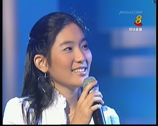 Enjoying oneself onstage will bring that kind of comfortable feel and confidence. This is again brilliantly captured in this screenshot of Teresa. - TeresaTseng3atShengSiongShow16Jun2007