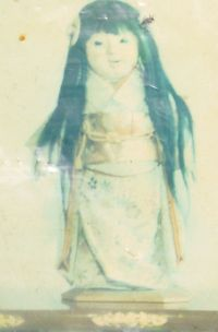 Boneka ini dibeli Eikichi untuk adiknya yang berumur 2 tahun yang bernama  Okiku 074ee04a12