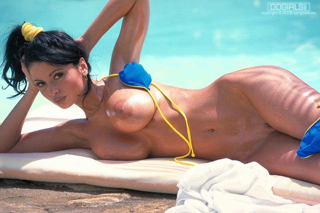 Lisa Maffia In Bikini At Beach Essex Spankbang 1
