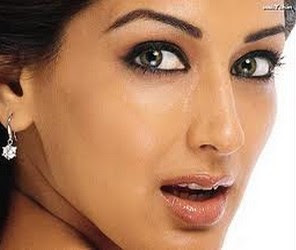 Sonali Bendre Pantyless Caught Without Sans Underwear