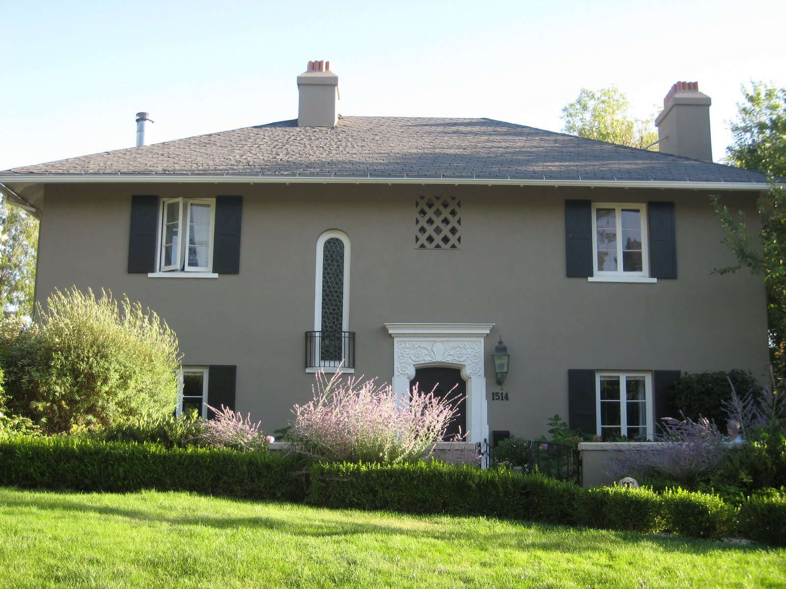 Exterior Paint Ideas For Stucco Homes - Laura Williams