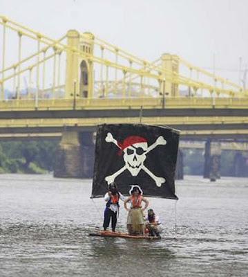 http://bp2.blogger.com/_1jXJfONmTEA/Rht4NqFTcHI/AAAAAAAAAiA/Q8baTIc1b88/s400/funny_pirates.jpg