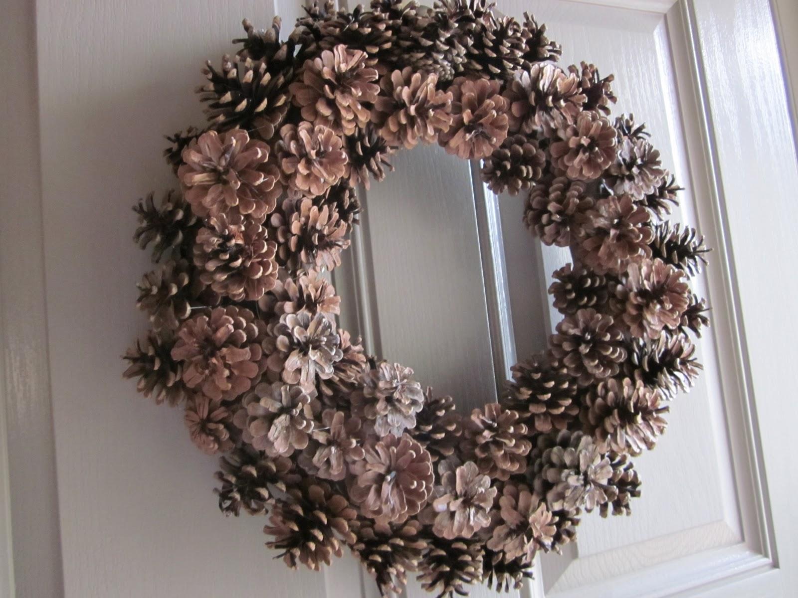 Embellishing Life: Pine Cone Wreath