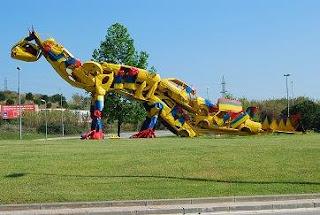 Dinosaurio reciclado