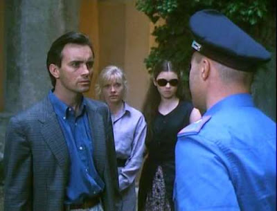 Combs is questioned by the cops with his wife (Crampton) and daughter looking on.