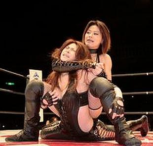 camel clutch, japanese wrestling, japanese lady wrestler, female japanese wrestlers