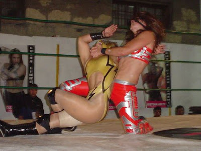 Princessa Sugey wrestling Dark Angel