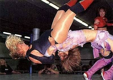 Michiko Ohmukai - Xochitl Hamada - japanese women wrestlers - wrestling pictures