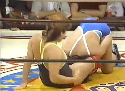 Itsuki Yamazaki - Yukari Omori - women's wrestling - pro wrestling - head scissors